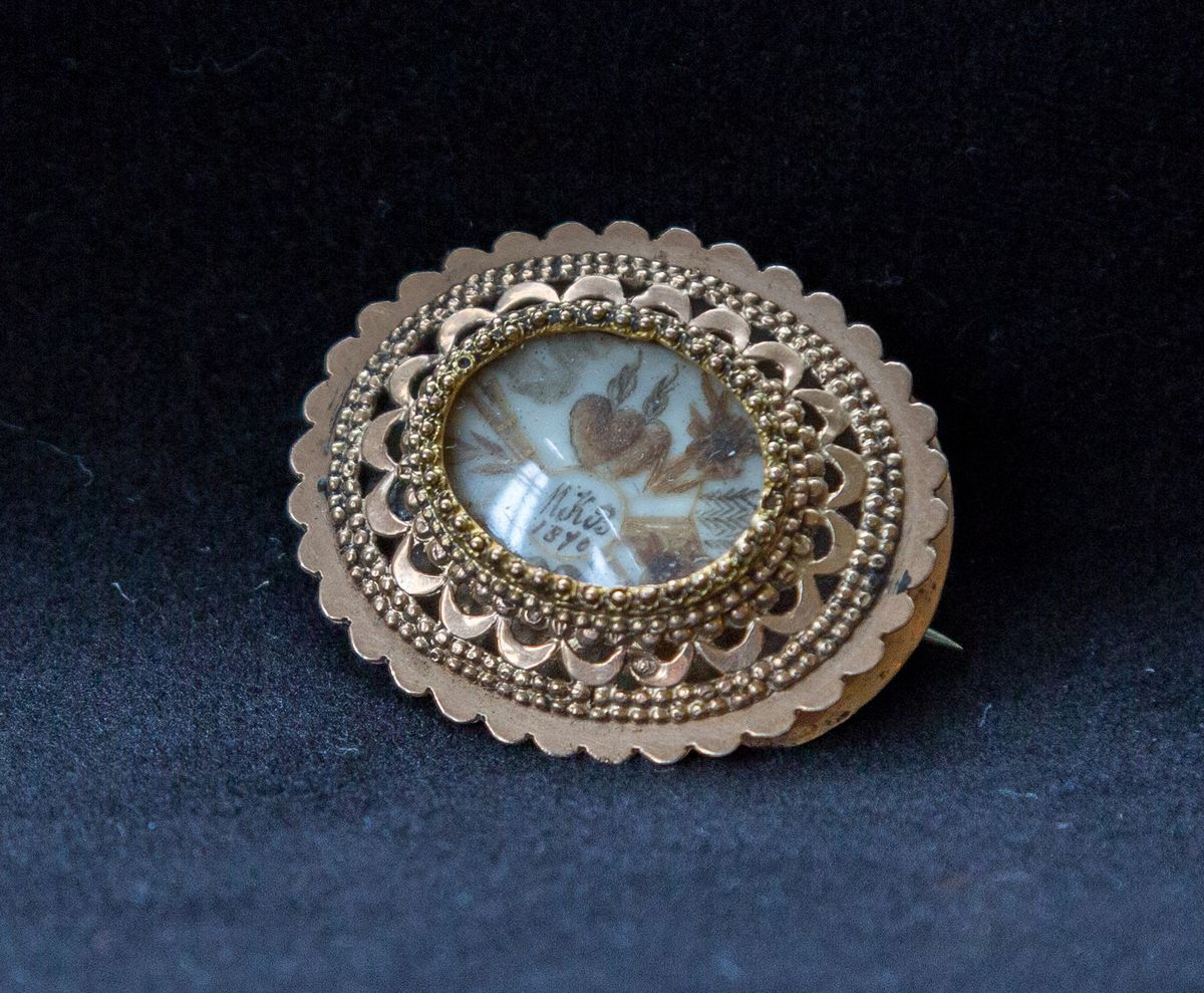 Antique memorial brooch